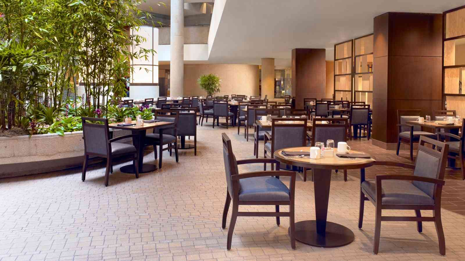 The Westin Bonaventure Hotel & Suites, Los Angeles - Lakeview Bistro
